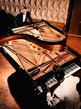 德国创意双钢琴互动音乐会《钢琴大斗法》